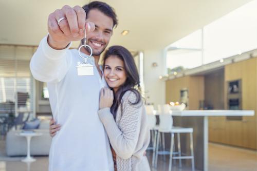 home buyers holding keys
